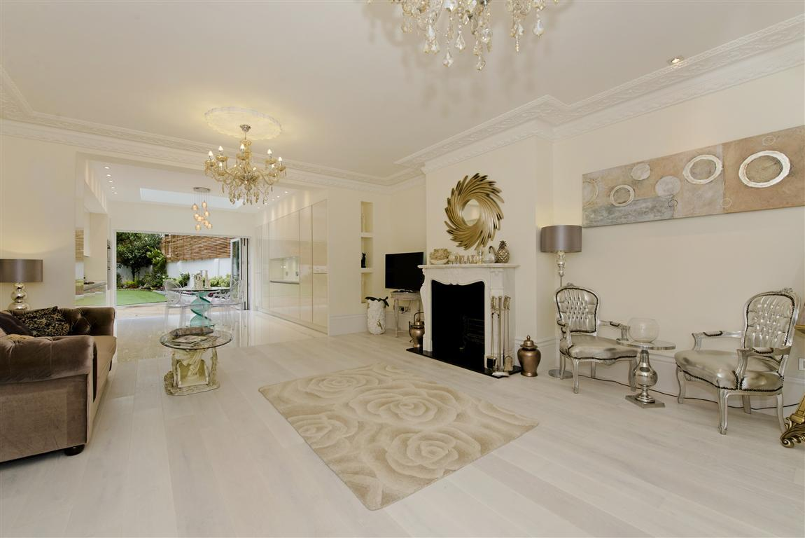 4 Bedrooms Flat for sale in Garden Apartment, College Crescent, Belsize Park, NW3